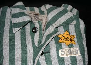 Auschwitz_outerwear_distinguish_yellow_Star_of_David